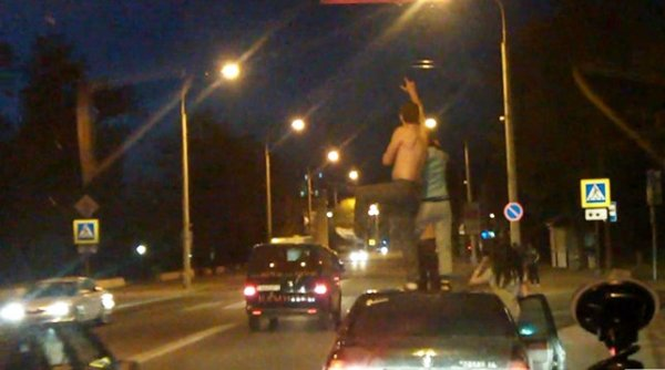 ГАИ лишила прав водителя BMW, чьи пассажиры танцевали на крыше