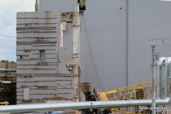 Строительный кран упал на железнодорожные пути в Гомеле