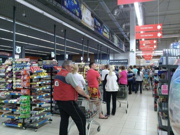 Рогачёвский Евроопт: километровые очереди, продавцы жалуются на руководство ТЦ
