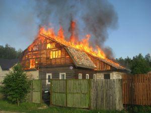 В Рогачеве горел дом и автомобиль