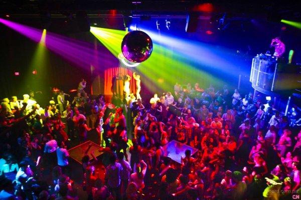Ночные клубы Киева завлекают посетителей ретро вечеринками