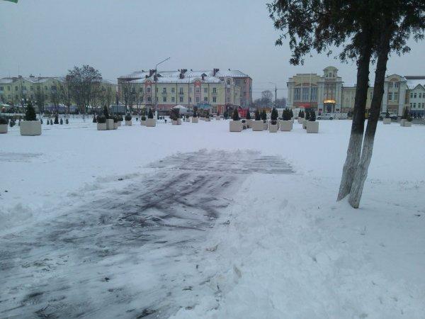 Ночной снегопад пытается испортить ДОЖИНКИ 2016 в Рогачеве