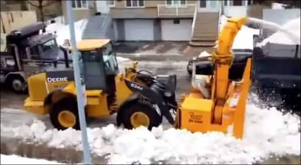 Видеофакт: Как убирают снег в Польше и в Беларуси