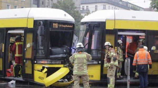 В Берлине столкнулись два трамвая, пострадали 27 человек