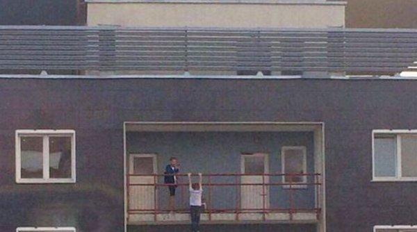 В Минске парень повис на перилах 26-го этажа ради эффектного фото