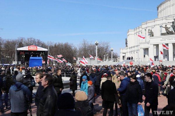 Жыве Беларусь! В Минске десятки тысяч человек пришли на праздничную акцию посвящённую 100-летию провозглашения БНР – прямой эфир