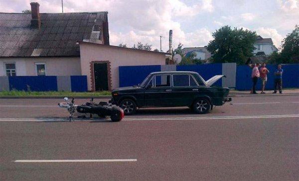 В Рогачеве столкнулись «Жигули» и мопед. Мотолюбитель в больнице