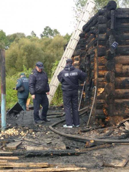 В Рогачевском районе на пожаре погиб трехлетний ребенок. Дом сгорел дотла — фотофакт