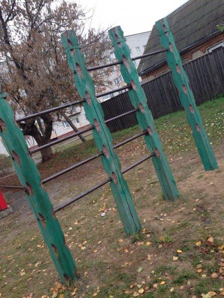 В районе СХТ детские площадки в аварийном состоянии - фотофакт