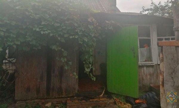 В Рогачеве на пожаре погиб мужчина. Он пытался спрятаться от огня в шкафу — фото, видео