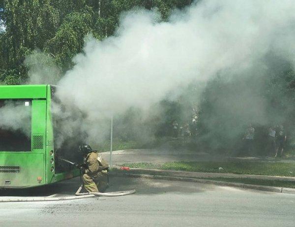 Видеофакт: Под Рогачевом горел автобус