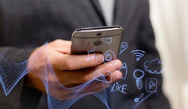 Смартфон предсказывает желания, а люди разучились жить без интернета. IT-директор о трендах в высоких технологиях