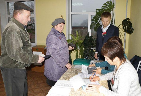 В Рогачёве началось досрочное голосование: жители региона выбирают нового депутата