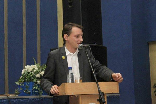 Встречи с Сергеем Кравцовым проходят с полными залами. Уровень поддержки кандидата наук из Рогачёва в нескольких фото
