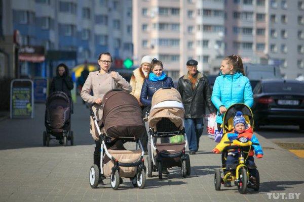 С 1 февраля власти повышают пособие на детей до трех лет. Рассказываем на сколько