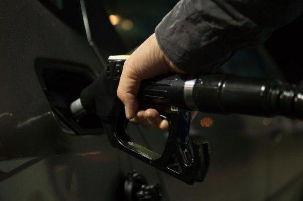 98-й — 2 рубля. Сегодня ночью дорожает автомобильное топливо