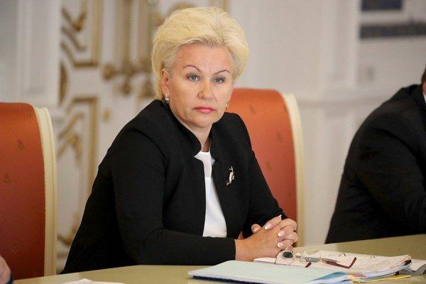 Министр труда назвала причины снижения зарплат бюджетников в январе