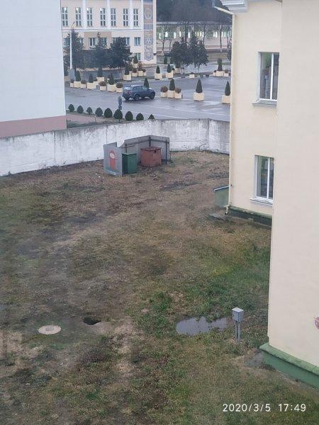 Жители дома возле райисполкома жалуются на невыносимые условия жизни
