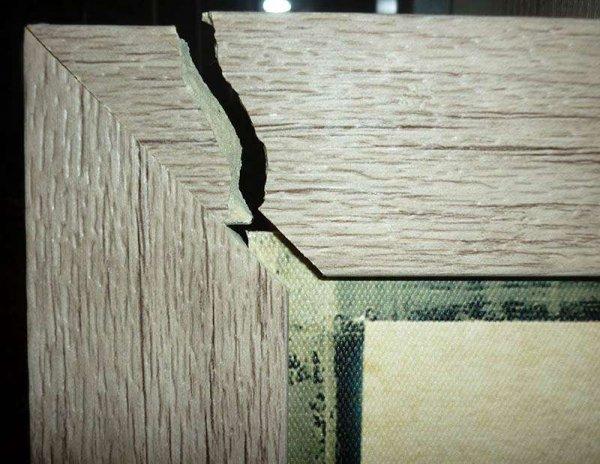 Жительница Рогачёва купила картину в «Ами Мебель», которая дома развалилась на части. Магазин возвращать деньги отказывается. Почему?