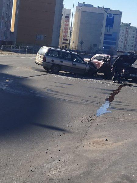 Фотофакт: Возле Евроопта столкнулись две иномарки