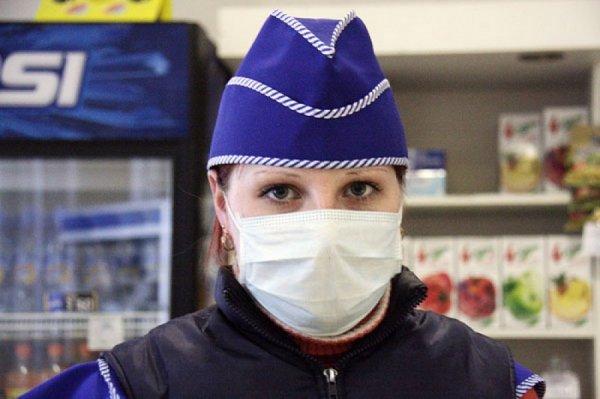 Во всех Рогачевских магазинах продавцов заставили работать в масках и перчатках