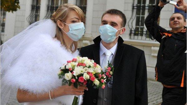 Никаких свадеб и поминок. Университеты на дистанционку: В Минске и регионах утверждают новые ограничительные меры