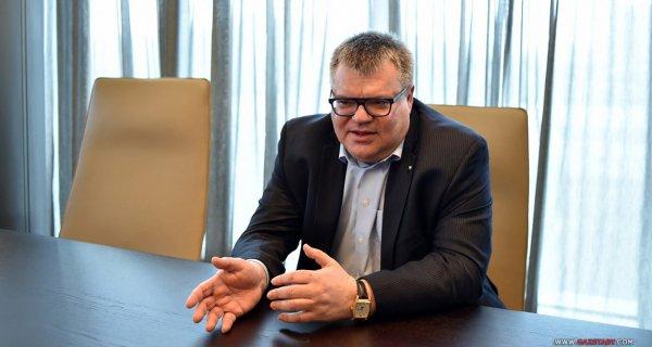 Лидер президентской гонки Виктор Бабарико за три дня собрал 50 тысяч подписей