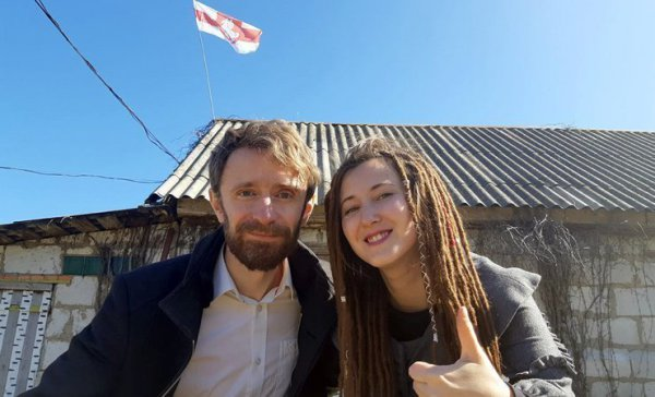 Обращения и баррикады. Как живет деревня в Рогачёвском районе под бело-красно-белым флагом