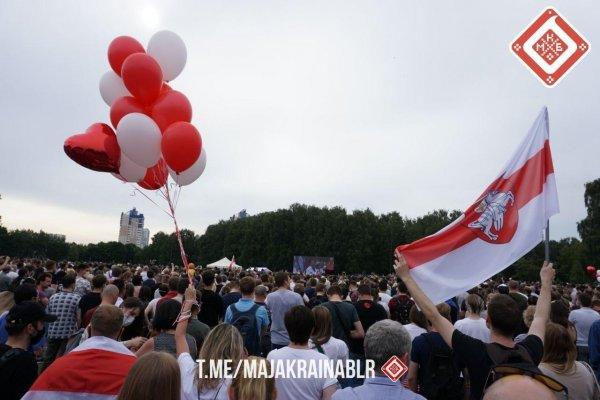 Фотофакт: Светлана Тихановская собирает многотысячные митинги по всей Беларуси