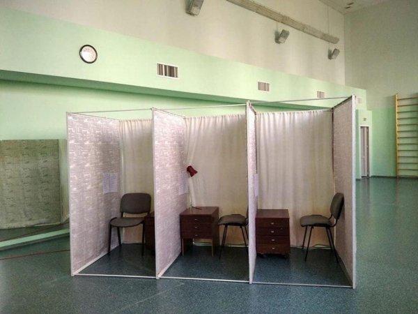Прозрачные выборы заказывали? Посмотрите, как выглядят избирательные участки - фото
