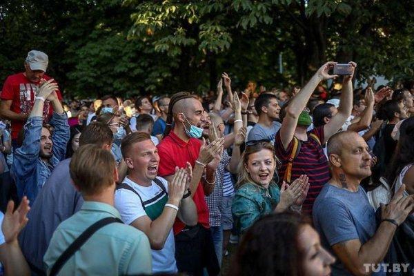 Десятки тысяч протестующих в Минске призывают милицию присоединиться к Народу - видеофакт