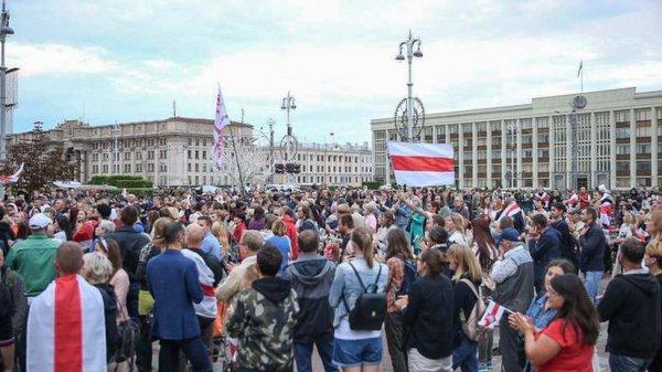 В Минске на акции с участием женщин начались задержания