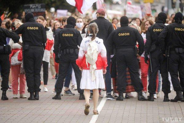 В Минске проходит «Женский марш» в поддержку белорусских студентов