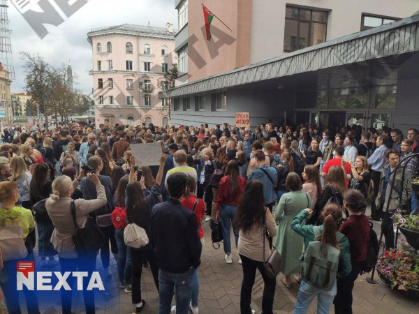 Студенты выходят на массовые акции: В Минске опять задержания