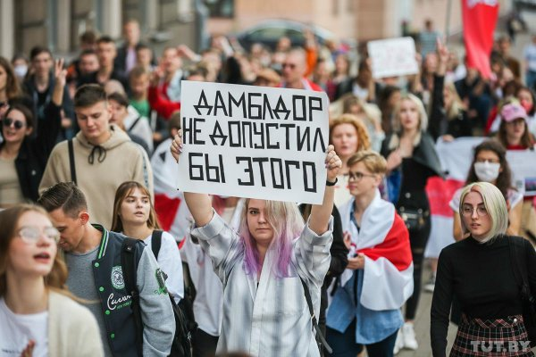 Тысячи жителей Минска вышли на центральный проспект требовать новые выборы