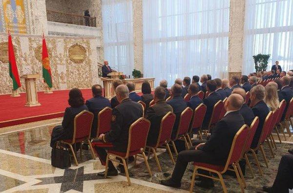 Такого чуда Мир ещё не видел: Лукашенко провёл тайную инаугурацию, в Минске не работала мобильная связь
