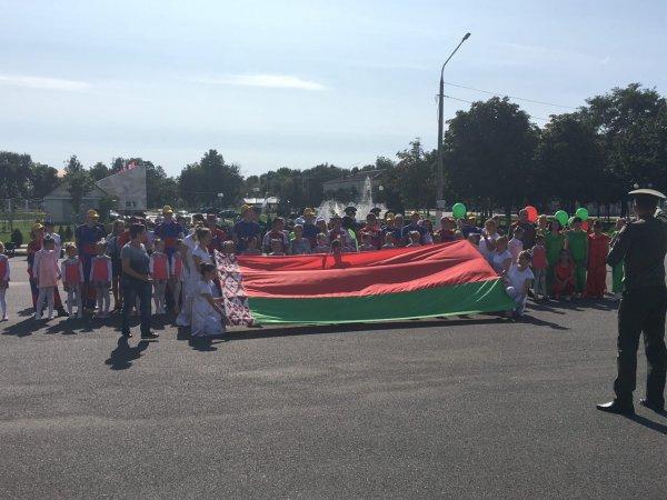 На Рогачёвской площади власти провели странный флешмоб в поддержку Лукашенко - видео