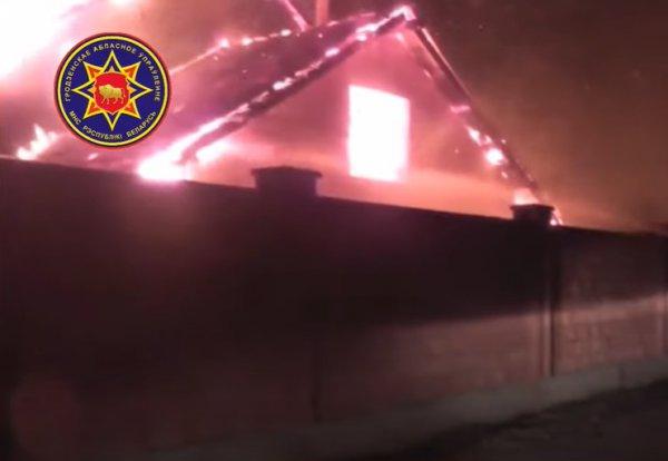 В Волковыске неизвестные сожгли местному милиционеру дом и машину