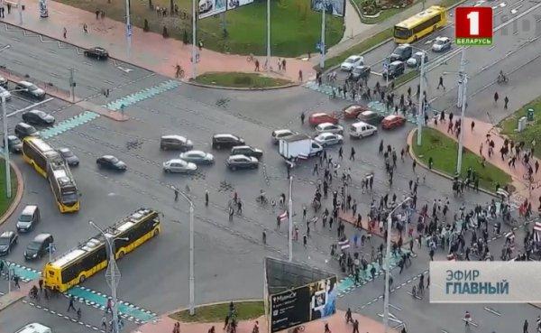 На ГосТВ показали кадры воскресного протеста в Минске и рассказали, кто вывел людей на улицы
