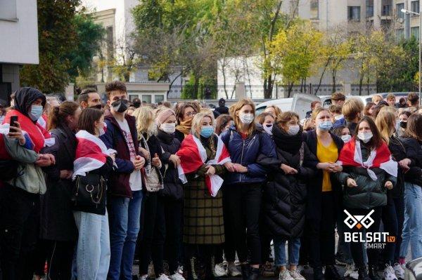 Преподаватели и студенты лингвистического Университета объявили забастовку - видео