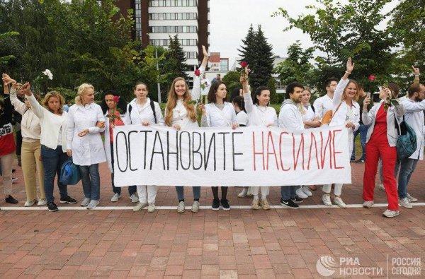Лукашенко приказал не пускать в Беларусь медиков, которые уедут на работу в Польшу