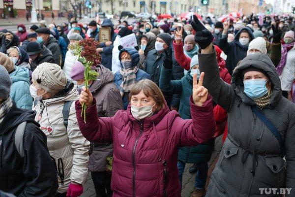 Пошёл вон! В Минске проходит многотысячный марш протеста пенсионеров и медиков