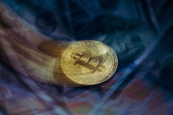 Стоимость биткоина снова пробила отметку в 51 тысячу долларов
