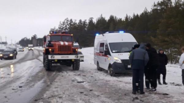 В ДТП под Самарой с участием грузовика погибло семь человек