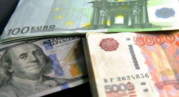 Доллар и евро начали неделю уверенным ростом