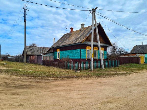 Продаётся одноэтажажный бревенчатый с дощатой пристройкой жилой дом в Рогачёве
