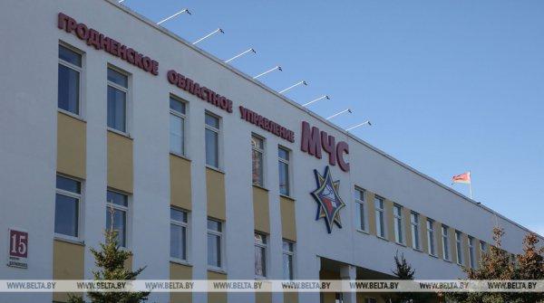 В Гродненском районе 17-летний парень пытался спрыгнуть с крыши