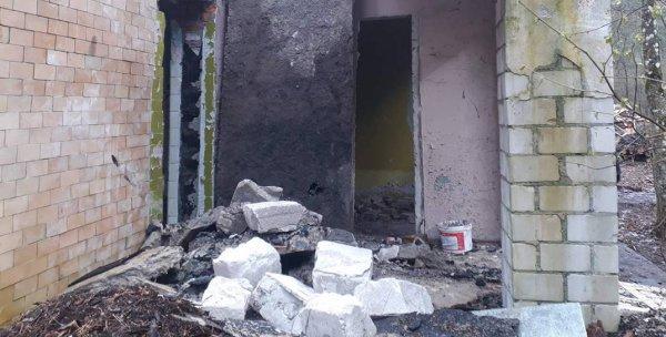 В Гомельском районе упавшая бетонная плита едва не убила мужчину