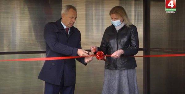Гомельские чиновники торжественно открыли пандус на входе в отделение поликлиники