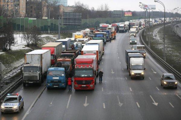 Власти Минска рассмотрят предложение запрета передвижения фур по МКАД